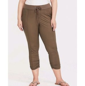 Torrid Morel Capri pants